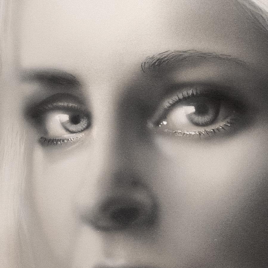 Details - Magdalena Korpas by Roger Thomasson